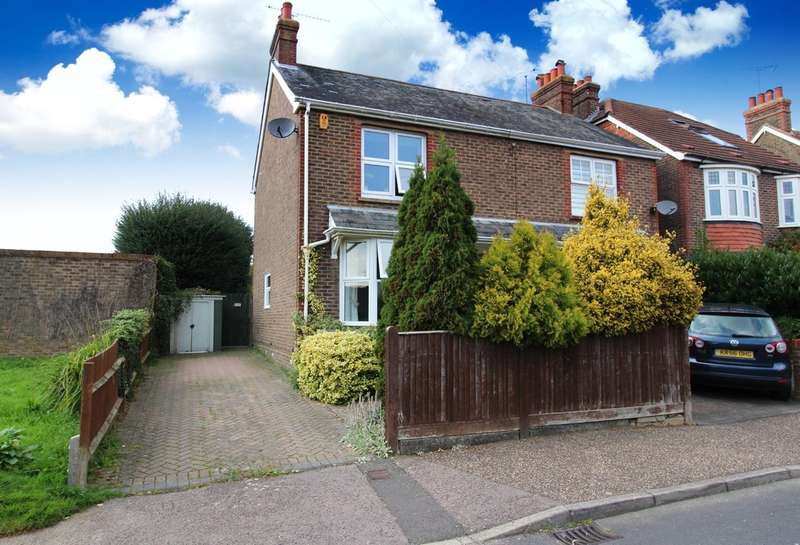 3 Bedrooms Semi Detached House for sale in Highlands Road, Horsham