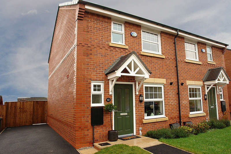 3 Bedrooms Semi Detached House for sale in Dairy House Close, Rochdale