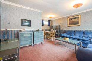 4 Bedrooms End Of Terrace House for sale in Herschel Walk, Halley Close, Crawley, West Sussex