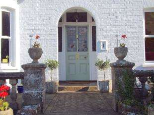 4 Bedrooms Detached House for sale in London Road, River, Dover, Kent