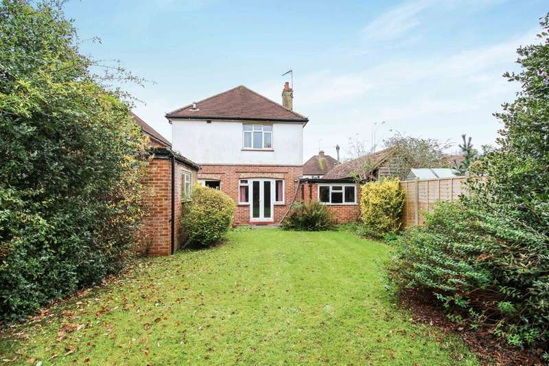 3 Bedrooms Detached House for sale in Springfield Crescent, Horsham