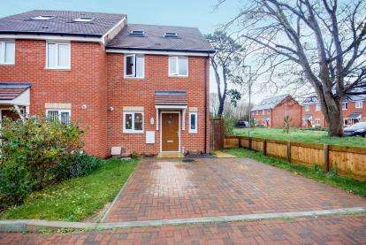 3 Bedrooms Semi Detached House for sale in Freshwater, Isle Of Wight