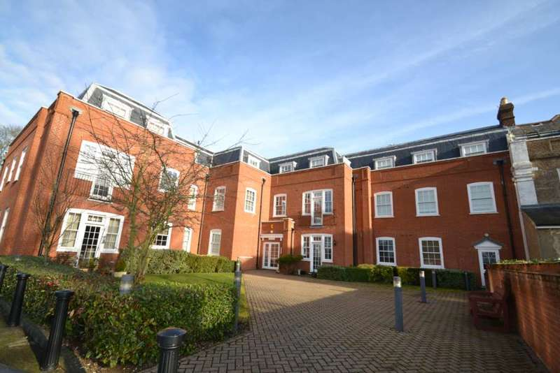 3 Bedrooms Apartment Flat for rent in The Tracery, Banstead, SM7 3DD