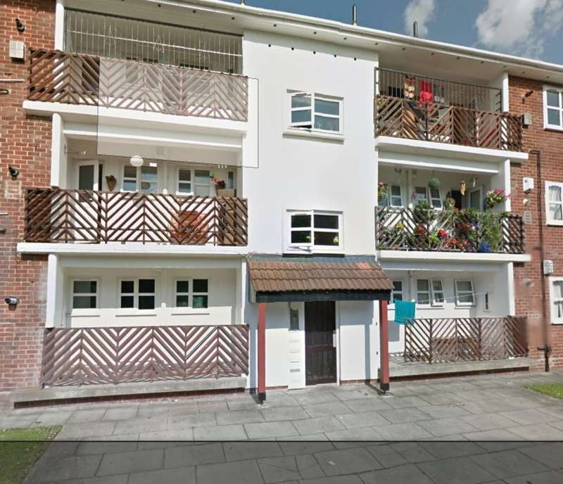 2 Bedrooms Flat for sale in Knights Bridge Court, Holland Street, L7 .