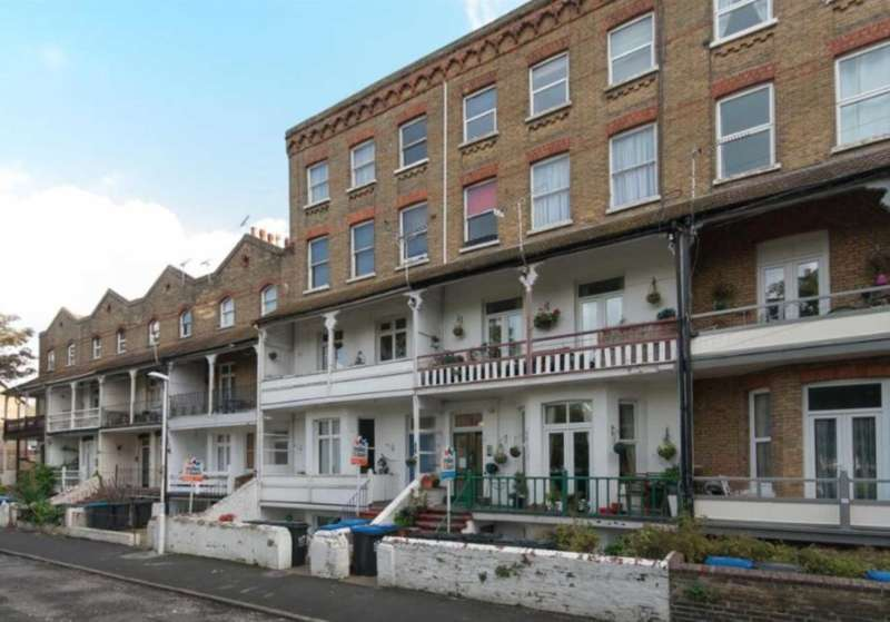 2 Bedrooms Flat for rent in Adrian Square, Westgate On Sea