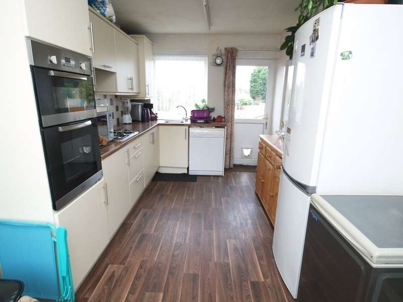 3 Bedrooms Semi Detached House for sale in Hawbush Road, Brierley Hill