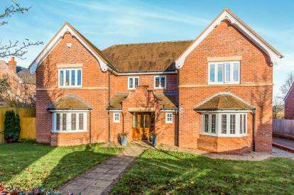 5 Bedrooms Detached House for sale in Kendal Way, Wychwood Park, Crewe, Cheshire