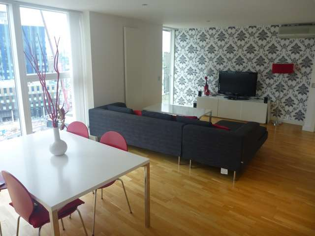 2 Bedrooms Flat for rent in NV Building, Salford Quays, Manchester, m50 3bb