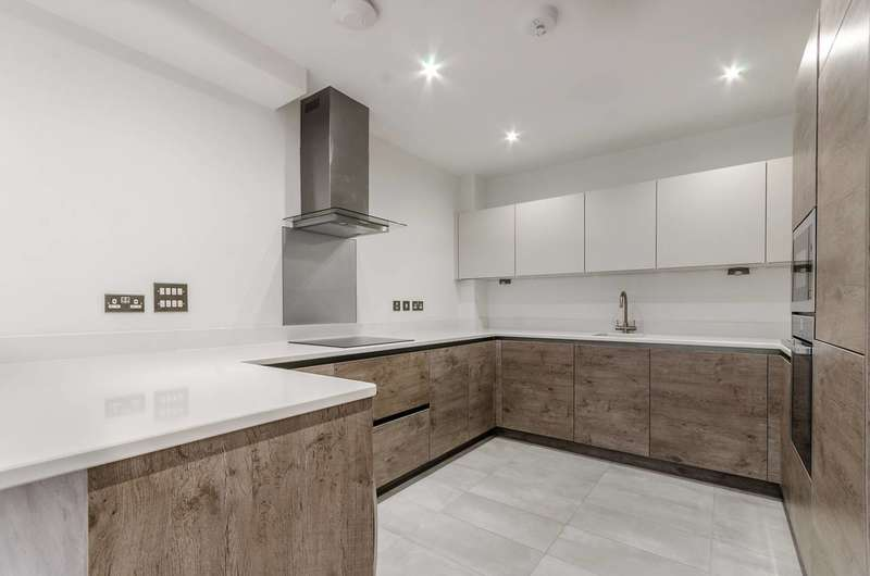 3 Bedrooms Flat for sale in Cleary Court, Battersea, SW11