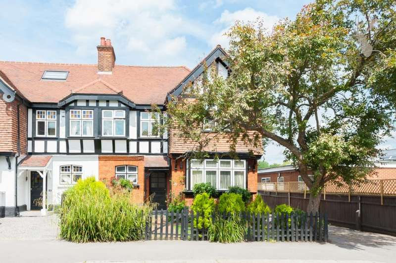 4 Bedrooms House for sale in The Drive, Loughton, IG10