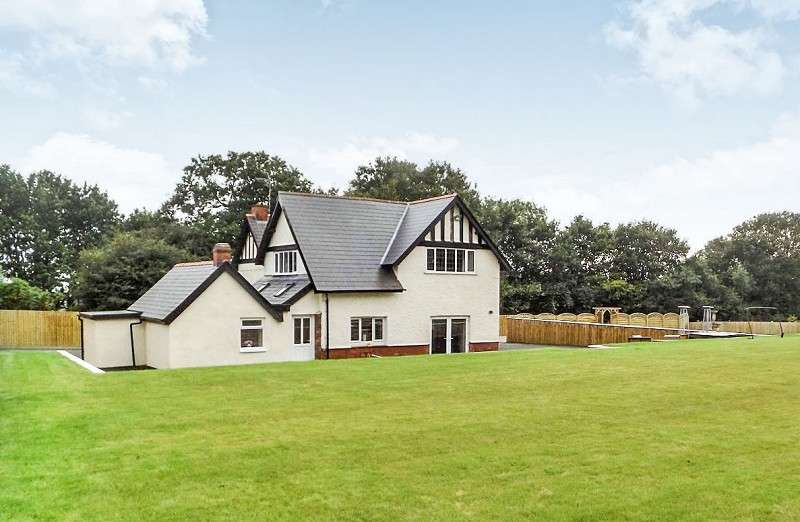 5 Bedrooms Detached House for sale in Caebryn House Pen-y-bryn Terrace, Brynmenyn, Bridgend. CF32 9HU