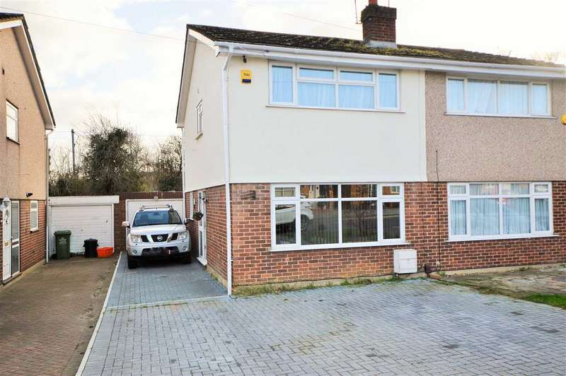 2 Bedrooms Semi Detached House for sale in Beauchamps Drive, Wickford