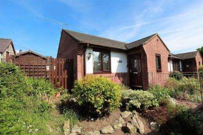 2 Bedrooms Bungalow for sale in Llys Y Castell, Llanfair Road, Ruthin, Denbighshire, LL15