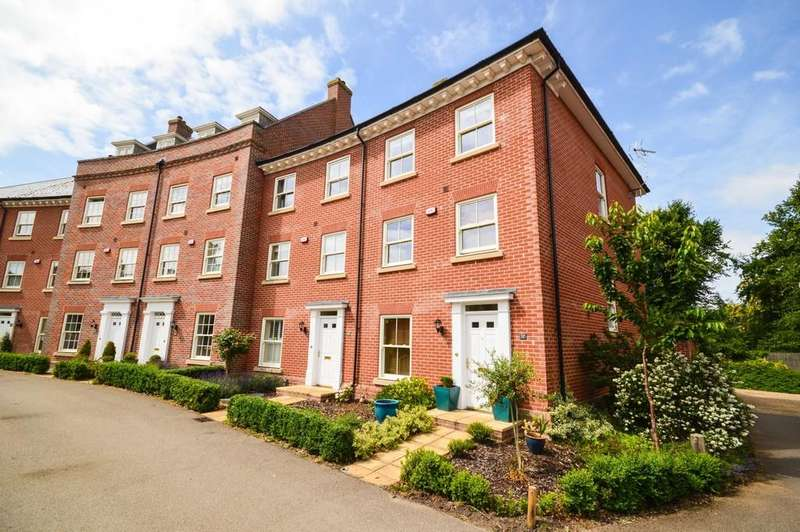 4 Bedrooms End Of Terrace House for sale in Lawford Place, Lawford, Manningtree