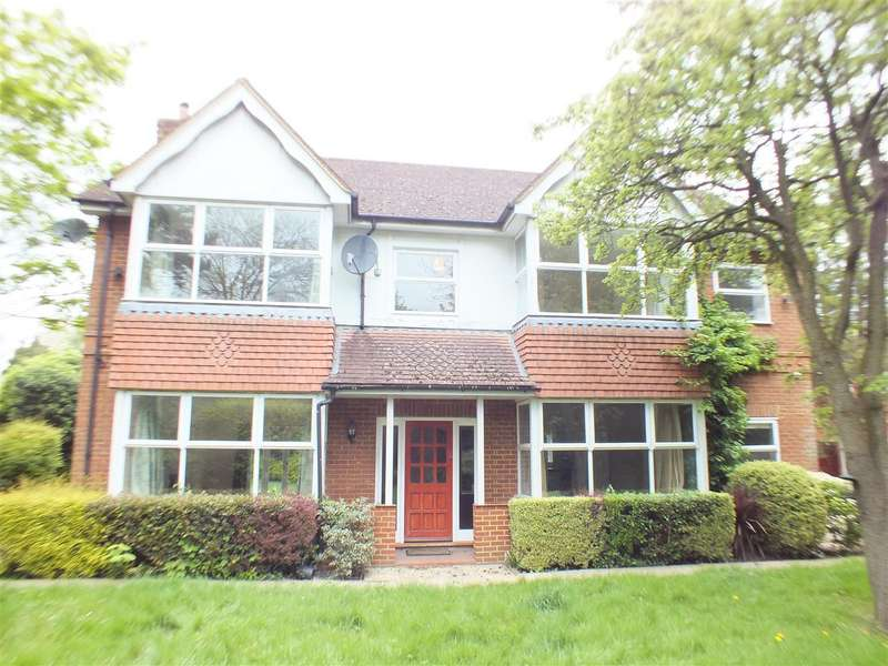 5 Bedrooms Detached House for sale in Hersham Road, Walton-On-Thames