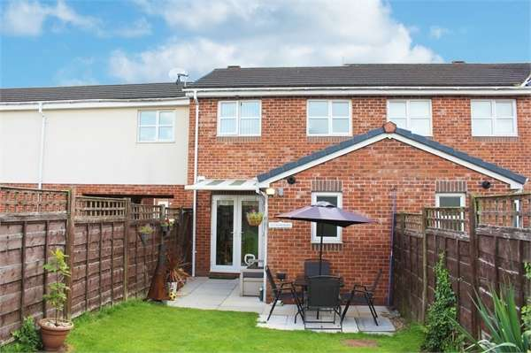 2 Bedrooms Terraced House for sale in Rushberry Avenue, Manchester