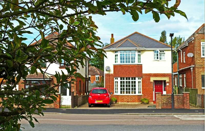 3 Bedrooms Detached House for sale in Halberry Lane, Newport, Isle of Wight, PO30