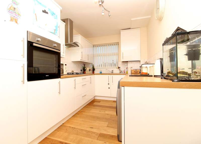 2 Bedrooms Ground Flat for sale in Edward Way, Ashford, TW15