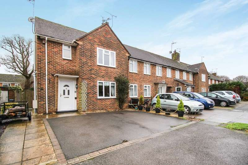 2 Bedrooms Semi Detached House for sale in Furzefield Road, Horsham