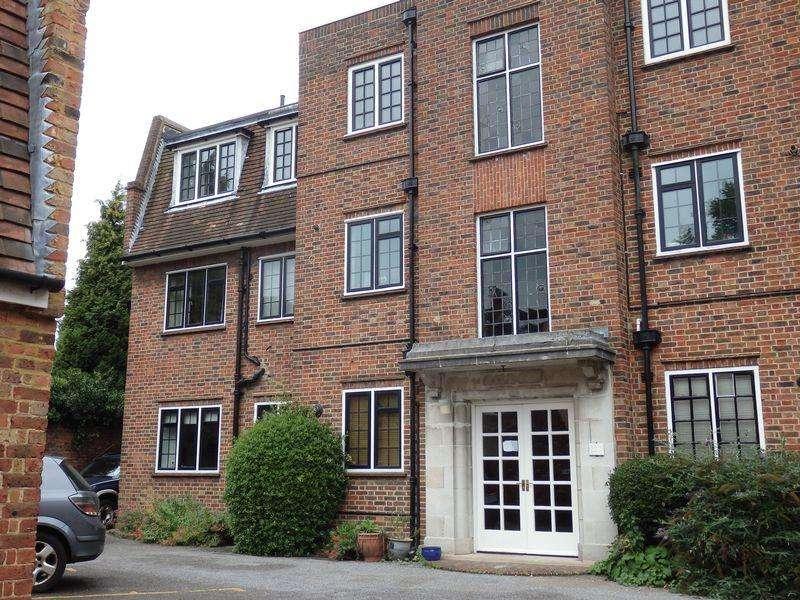 3 Bedrooms Flat for rent in Church Street, Epsom
