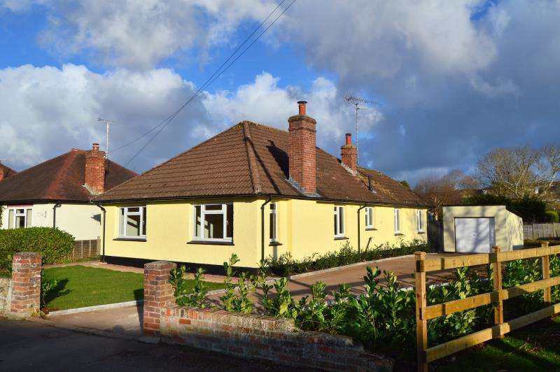 4 Bedrooms Detached House for sale in Stoke Road, Taunton, Somerset, TA1 3EH