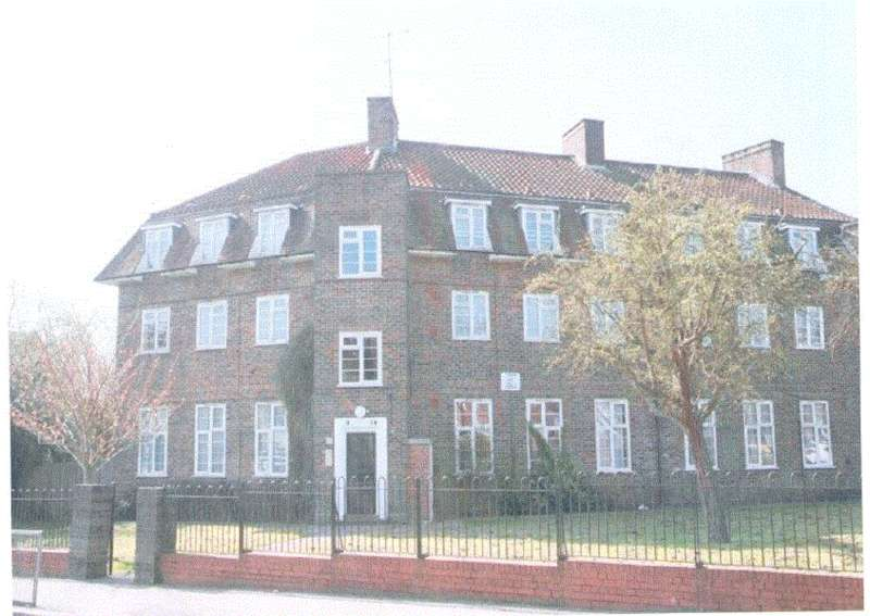 2 Bedrooms Flat for sale in Chesterfield Flats, Bells Hill, Barnet EN5
