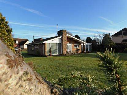 3 Bedrooms Bungalow for sale in Claxton, Norwich, Norfolk