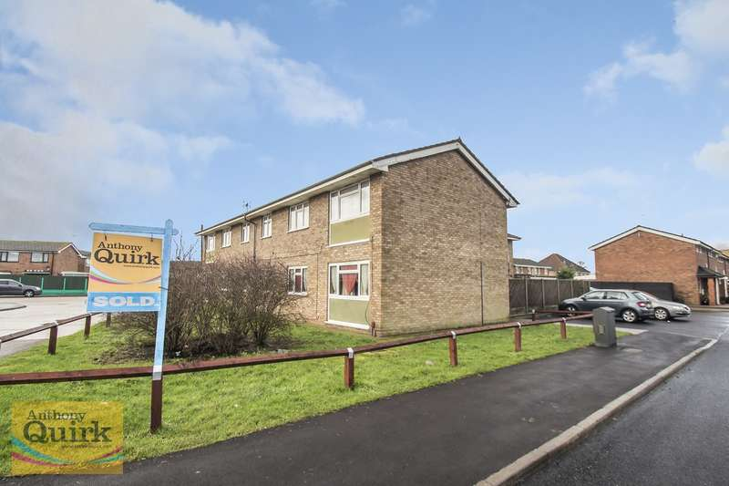 2 Bedrooms Flat for sale in Middleburg Road, Canvey Island, SS8