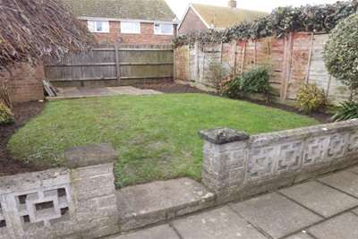 3 Bedrooms Semi Detached House for rent in Turnpike Close, Ringmer