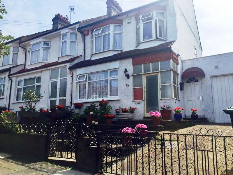 3 Bedrooms Terraced House for rent in Evesham Road N11