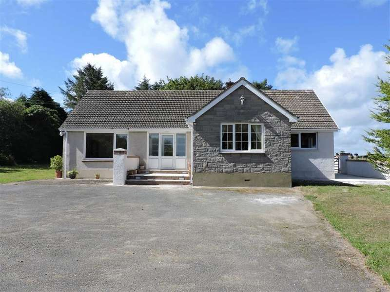 3 Bedrooms Detached Bungalow for sale in Dwrbach, Fishguard