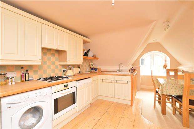 3 Bedrooms Flat for sale in Leckhampton Hill, CHELTENHAM, Gloucestershire, GL53 9QW
