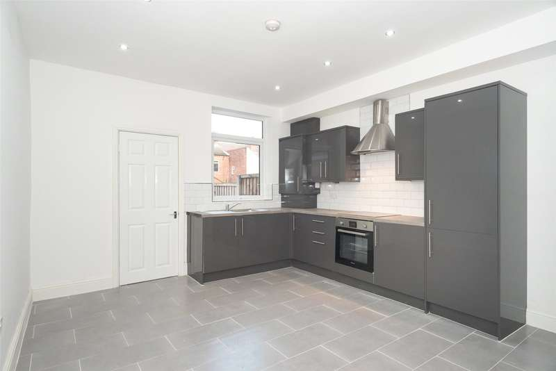 2 Bedrooms Terraced House for sale in Lower Oxford Street, Castleford, West Yorkshire, WF10