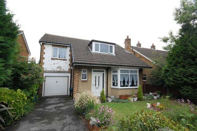 3 Bedrooms Detached House for sale in Far View Crescent, Almondbury, Huddersfield, HD5