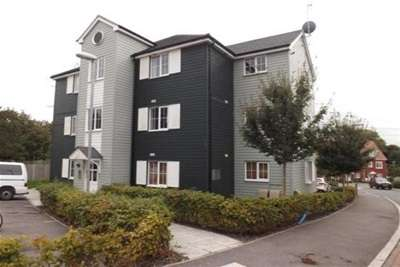 2 Bedrooms Flat for rent in Titchfield Common