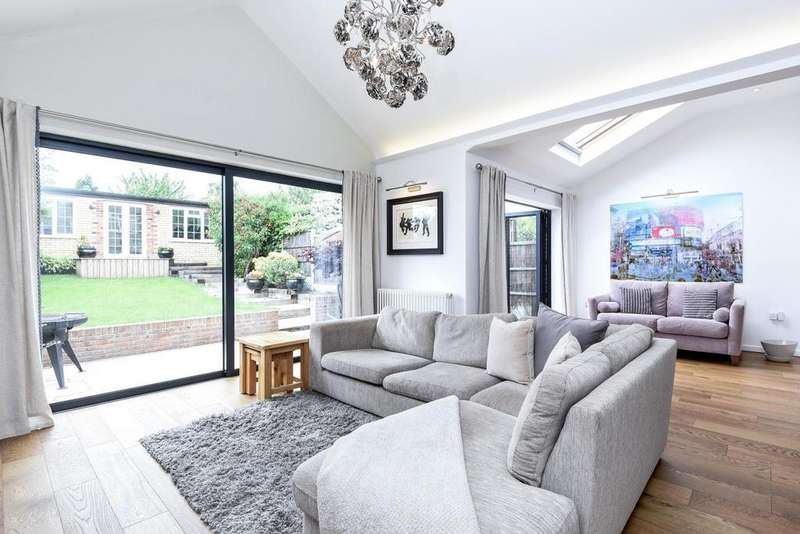 3 Bedrooms Semi Detached House for sale in Weirdale Avenue, Whetstone