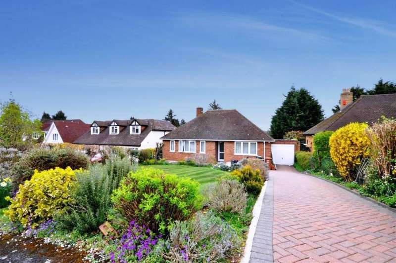 3 Bedrooms Detached Bungalow for rent in Wyatts Close, Chorleywood, Rickmansworth, WD3