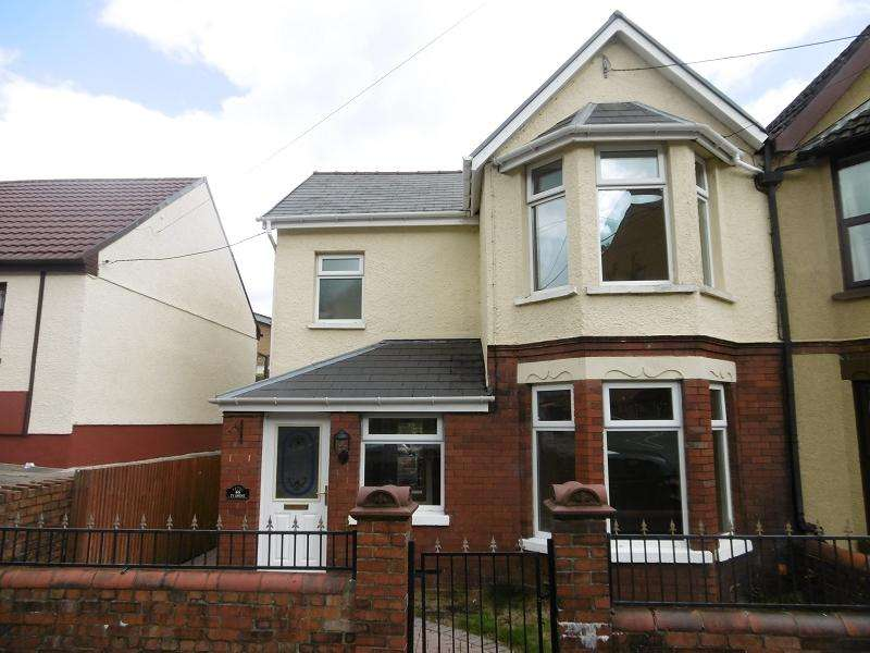 3 Bedrooms Semi Detached House for sale in 86 Holland Street, Ebbw Vale, Blaenau Gwent.