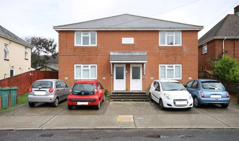 2 Bedrooms Flat for rent in Colwell Lane, Freshwater