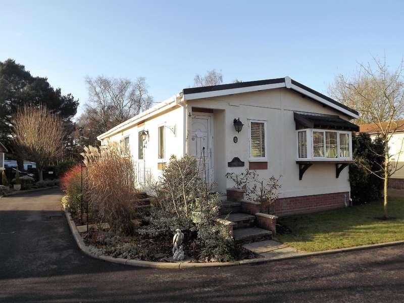 2 Bedrooms Bungalow for sale in Oaklands Park, Roughton Moor, Woodhall Spa, LN10 6UU