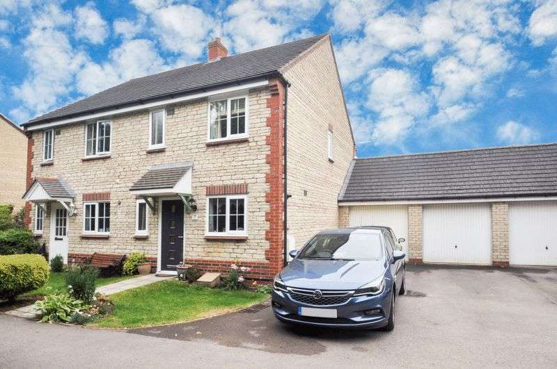 3 Bedrooms Property for sale in Goldfinch Close, Bicester