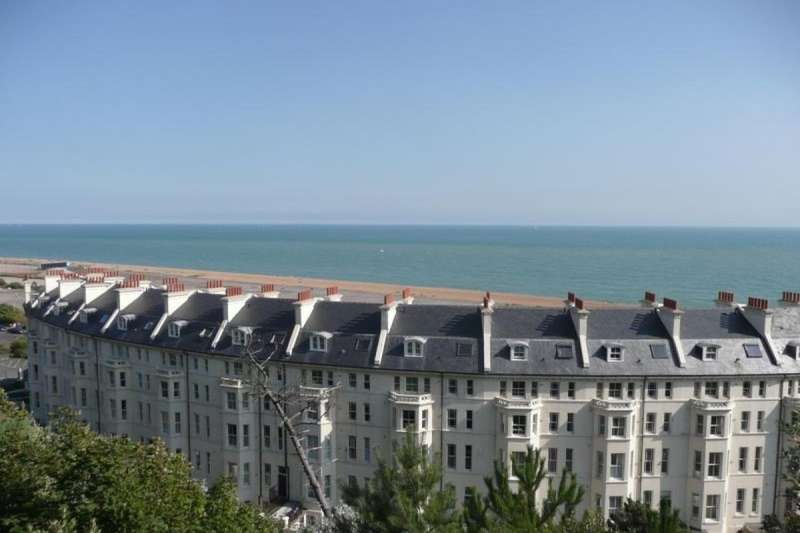 1 Bedroom Flat for sale in Marine Crescent, Folkestone, CT20