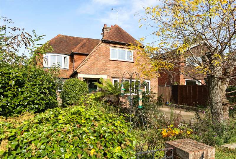 4 Bedrooms Detached House for sale in Wings Road, Farnham, Surrey, GU9