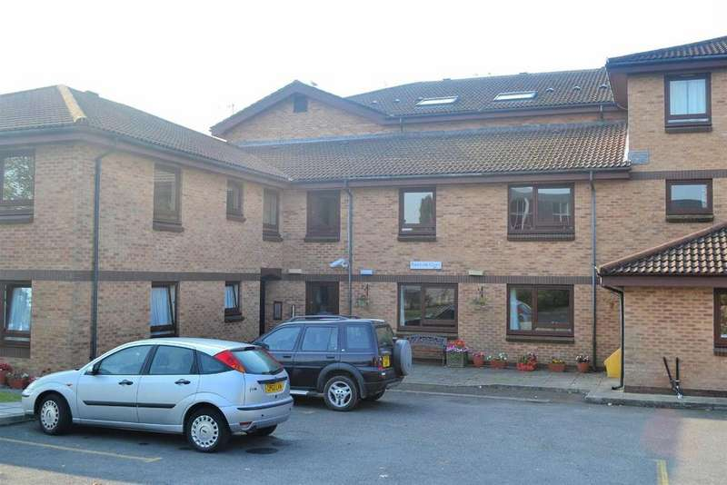 2 Bedrooms Flat for sale in Parklands Court, Sketty, Swansea