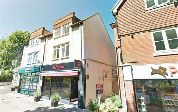 3 Bedrooms Flat for sale in Waterhouse Lane, Kingswood, Tadworth, Surrey