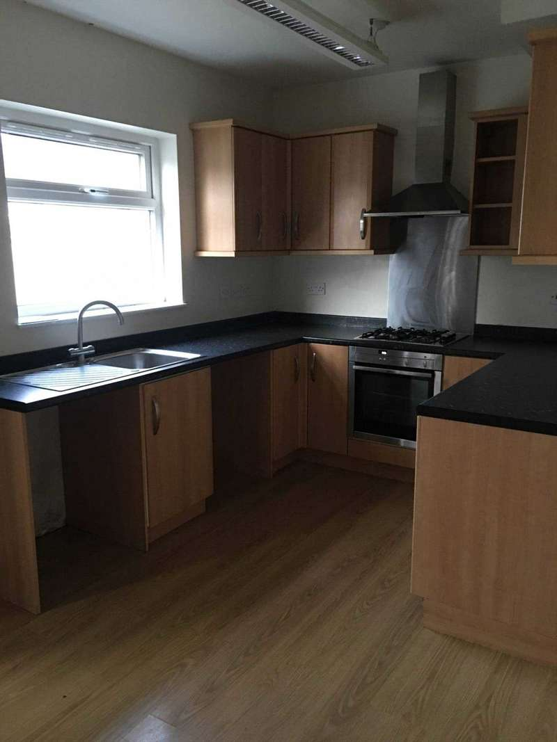 5 Bedrooms Semi Detached House for rent in Park Avenue, Gravesend