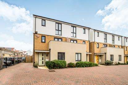 5 Bedrooms End Of Terrace House for sale in South Ockendon, Arisdale Avenue, Essex