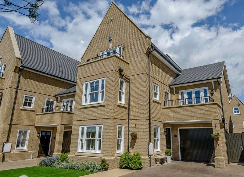 5 Bedrooms Detached House for sale in Historic Shoebury Garrison