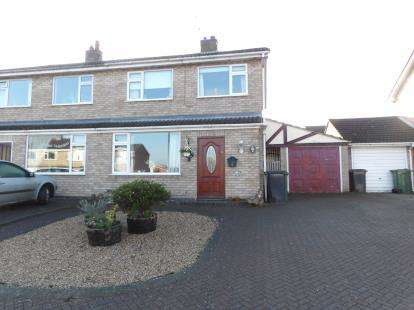 3 Bedrooms Semi Detached House for sale in Buckingham Drive, Loughborough, Leicestershire