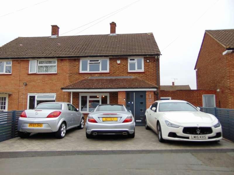 3 Bedrooms Semi Detached House for sale in Thursley Crescent, New Addington, Croydon, CR0